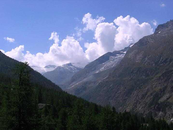 Foto: Andreas Koller / Klettersteigtour / Erlebnisweg Almagellerhorn (1999 m) / Blick Richtung Talschluss beim Mattmark Stausee / 07.09.2009 23:10:56