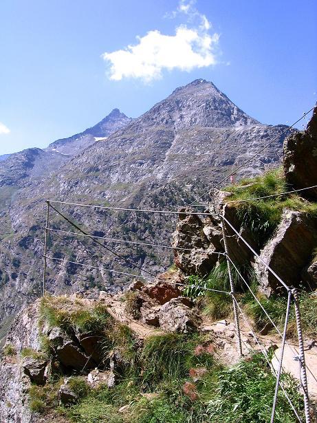 Foto: Andreas Koller / Klettersteigtour / Erlebnisweg Almagellerhorn (1999 m) / Blick auf das Mittaghorn (3143 m) und den Egginer (3357 m) / 07.09.2009 23:10:25