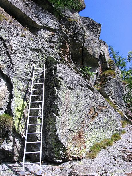 Foto: Andreas Koller / Klettersteig Tour / Mini-Klettersteig Saas Grund (1670 m) / Die mitgebrachte Einstiegsleiter / 03.09.2009 20:34:05