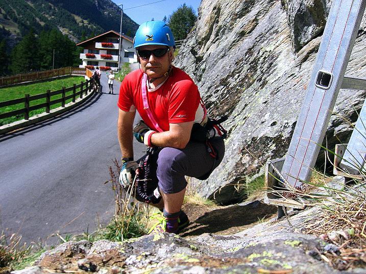 Foto: Andreas Koller / Klettersteig Tour / Mini-Klettersteig Saas Grund (1670 m) / Beim Einstieg / 03.09.2009 20:33:49