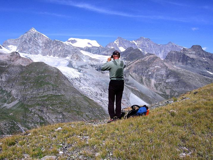 Foto: Andreas Koller / Wander Tour / Stelli - Aussichtsloge über dem Stausee Mattmark (3357 m) / Blick zur Mischabelkette mit dem Dom (4545 m) / 03.09.2009 23:38:00