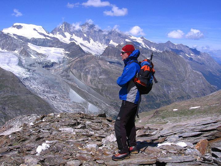 Foto: Andreas Koller / Wander Tour / Stelli - Aussichtsloge über dem Stausee Mattmark (3357 m) / Blick zum Alphubel (4206 m) und zur Mischabelkette (4545 m) / 03.09.2009 23:34:30