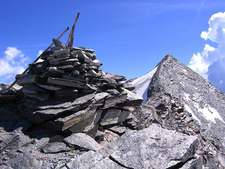 Foto: Andreas Koller / Wander Tour / Stelli - Aussichtsloge über dem Stausee Mattmark (3357 m) / Am Stelli, dahinter das Stellihorn (3436 m) / 03.09.2009 23:32:27