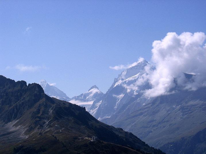 Foto: Andreas Koller / Wander Tour / Bella Tola - Aussichtsbalkon der Walliser Alpen (3026 m) / Matterhorn (4478 m) und Dent Blanche (4357 m) / 05.09.2009 18:50:05