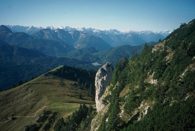 Foto: Manfred Karl / Kletter Tour / Klettern am Roßstein und an der Roßsteinnadel / Tiefblick zur Roßsteinnadel / 14.06.2011 22:43:05