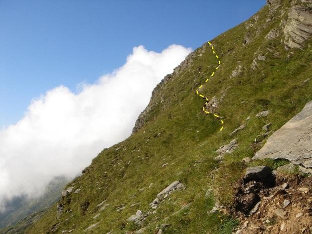 Foto: Manfred Karl / Wander Tour / Eindrucksvoller Dreitausender über dem Vinschgau / Wegverlauf am Beginn der Querung / 31.08.2009 16:30:47