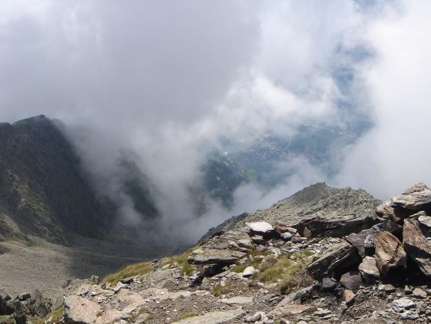 Foto: Manfred Karl / Wander Tour / Eindrucksvoller Dreitausender über dem Vinschgau / Leider ist wieder einmal die Sicht beeinträchtigt / 31.08.2009 16:26:20