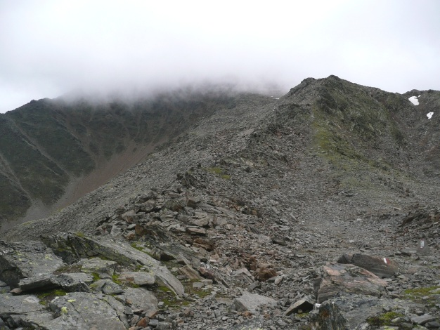 Foto: Manfred Karl / Wander Tour / Einsamer Dreitausender von der Lodnerhütte / Der Gipfel steckt im Nebel - rechts der P. 3020 / 31.08.2009 16:02:34