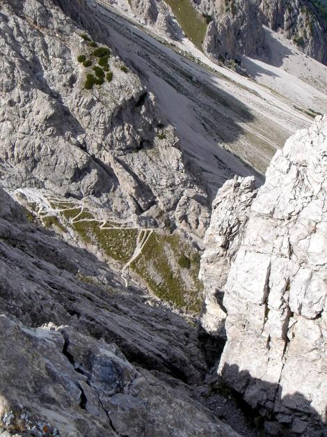 Foto: Manfred Karl / Klettersteig Tour / Kerschbaumer Törlspitz Südostgrat Klettersteig / Tiefblick vom Gipfel / 31.08.2009 20:37:22