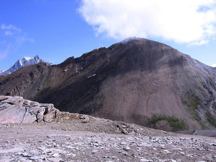 Foto: Andreas Koller / Wander Tour / Wanderdreitausender Oberrothorn (3415 m) / Behäbig wirkt das Oberrothorn / 05.09.2009 00:22:04