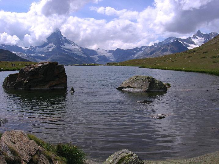 Foto: Andreas Koller / Wander Tour / Wanderdreitausender Oberrothorn (3415 m) / matterhorn (4478 m) und Obergabelhorn (4063 m) vom Stellisee / 05.09.2009 00:12:21
