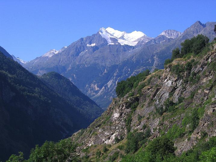Foto: Andreas Koller / Wander Tour / Über den Augstbordgrat auf das Dreizehntenhorn (3052 m) / Brunegghorn (3833 m), Bishorn (4153 m) und überragend das Weißhorn (4506 m) / 07.09.2009 21:44:20