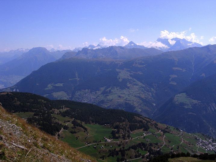Foto: Andreas Koller / Wander Tour / Über den Augstbordgrat auf das Dreizehntenhorn (3052 m) / Blick zu den Bergen um den Simplonpass mit Monte Leone (3553 m) und Wasenhorn (3246 m) / 07.09.2009 21:40:34