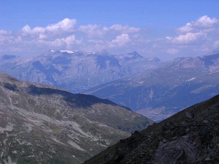 Foto: Andreas Koller / Wander Tour / Über den Augstbordgrat auf das Dreizehntenhorn (3052 m) / Gebiet um den Gemmipass mit dem vergletscherten Wildstrubel (3242 m) / 07.09.2009 21:35:55