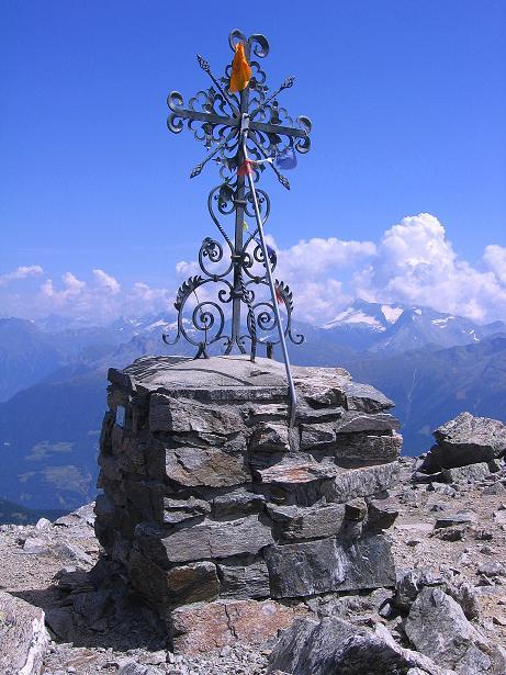 Foto: Andreas Koller / Wander Tour / Über den Augstbordgrat auf das Dreizehntenhorn (3052 m) / Gipfelkreuz am Augstbordhorn / 07.09.2009 21:33:01