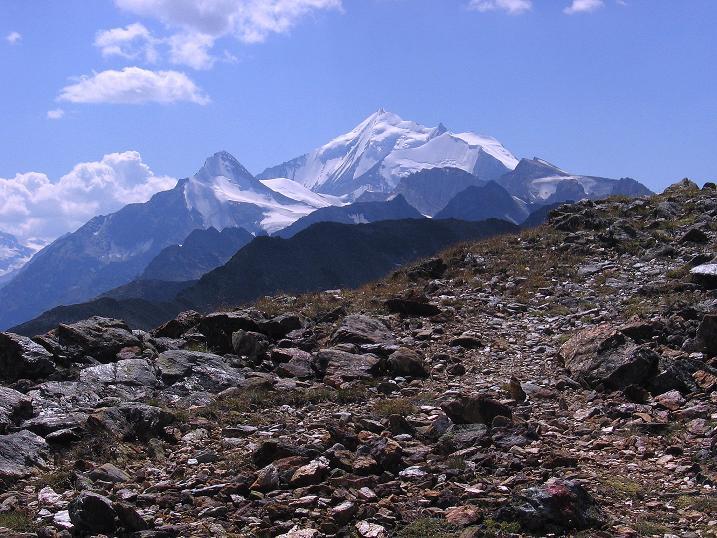 Foto: Andreas Koller / Wander Tour / Über den Augstbordgrat auf das Dreizehntenhorn (3052 m) / Brunegghorn (3833 m) und Weißhorn (4506 m), davor das Bishorn (4153 m) / 07.09.2009 21:31:13