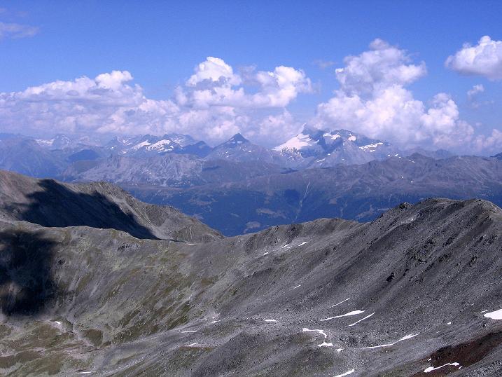 Foto: Andreas Koller / Wander Tour / Über den Augstbordgrat auf das Dreizehntenhorn (3052 m) / Blick zum Simplon mit Monte Leone (3553 m) und Wasenhorn (3246 m) / 07.09.2009 21:23:46