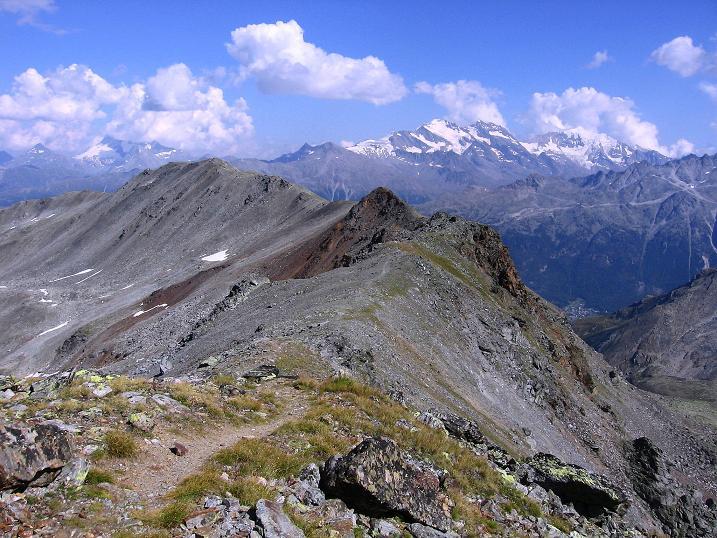 Foto: Andreas Koller / Wander Tour / Über den Augstbordgrat auf das Dreizehntenhorn (3052 m) / Blick über den Augstbordgrat zur Weißmiesgruppe (4023 m) / 07.09.2009 21:22:41