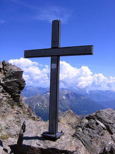 Foto: Andreas Koller / Wander Tour / Vom Simplonpass auf das Wasenhorn (3246 m) / Kein Gipfelkreuz, sondern ein Gedenkkreuz / 09.09.2009 23:50:51
