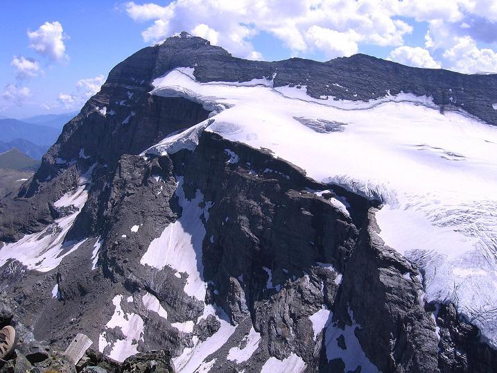 Foto: Andreas Koller / Wander Tour / Vom Simplonpass auf das Wasenhorn (3246 m) / Monte Leone (3553 m) vom Wasenhorn / 09.09.2009 23:48:16