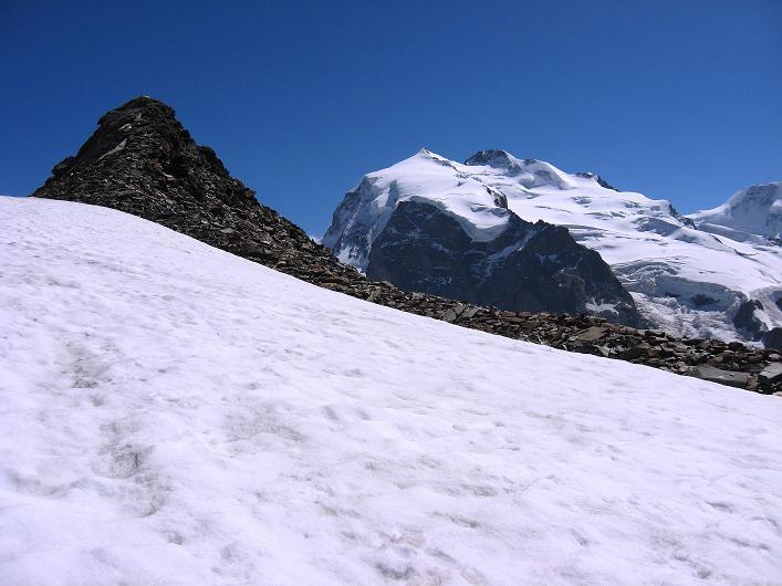Foto: Andreas Koller / Wander Tour / Über den Hohtälligrat auf das Stockhorn (3532 m) / Stockhorn und Monte Rosa mit Nordend (4609 m) und Dufourspitze (4634 m) / 13.09.2009 23:42:41