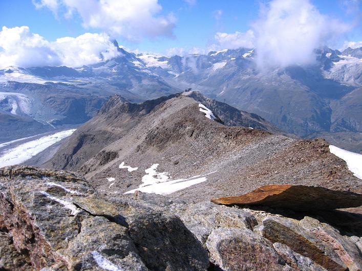 Foto: Andreas Koller / Wander Tour / Über den Hohtälligrat auf das Stockhorn (3532 m) / Am Stockhorn - Blick über den gesamten Aufstiegsgrat bis zum Gornergrat / 13.09.2009 23:41:55
