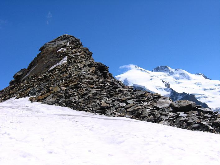 Foto: Andreas Koller / Wander Tour / Über den Hohtälligrat auf das Stockhorn (3532 m) / Stockhorn und Monte Rosa mit Nordend (4609 m) und Dufourspitze (4634 m) / 13.09.2009 23:38:04