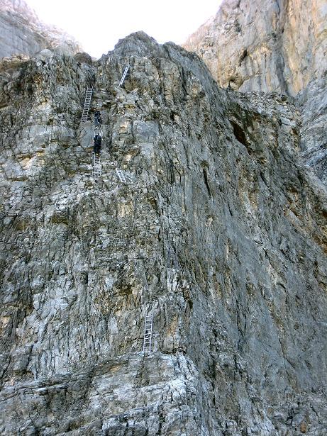 Foto: Andreas Koller / Klettersteig Tour / Klettersteig Rotstock (2663 m) / Einstiegsfelssporn mit deutlich sichtbarer Leiternpassage / 05.09.2009 02:19:13