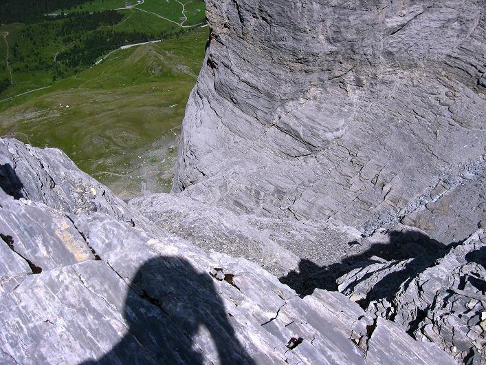 Foto: Andreas Koller / Klettersteig Tour / Klettersteig Rotstock (2663 m) / Tiefblick zum Eiger-Trail und in den Kessel / 05.09.2009 02:14:41