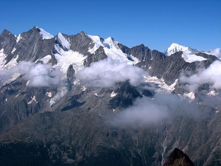 Foto: Andreas Koller / Wander Tour / Lagginhorn (4010 m) / Täschhorn (4491 m), Dom (4545 m), Lenzspitze (4294 m), Nadelhorn (4327 m), Stecknadelhorn (4241 m) und Weißhorn (4506 m) / 12.09.2009 15:45:00