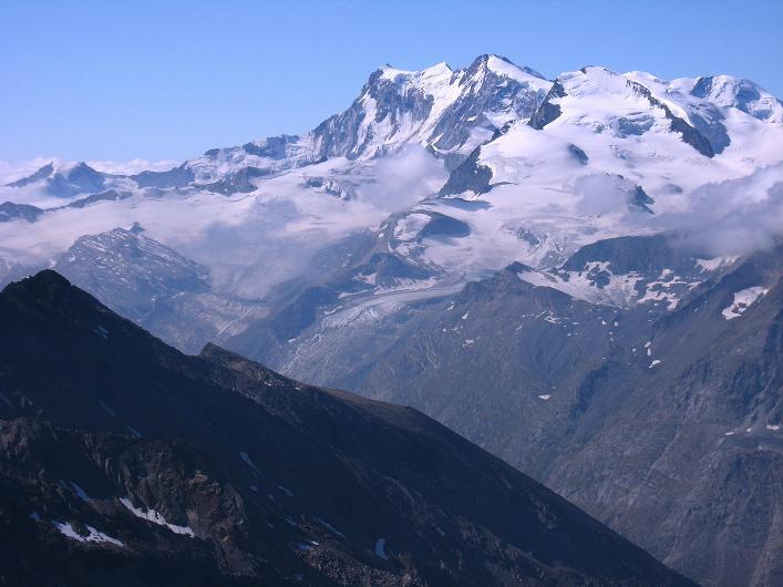 Foto: Andreas Koller / Wander Tour / Lagginhorn (4010 m) / Monte Rosa Massiv (4634 m), davor das STrahlhorn (4190 m) / 12.09.2009 15:43:50