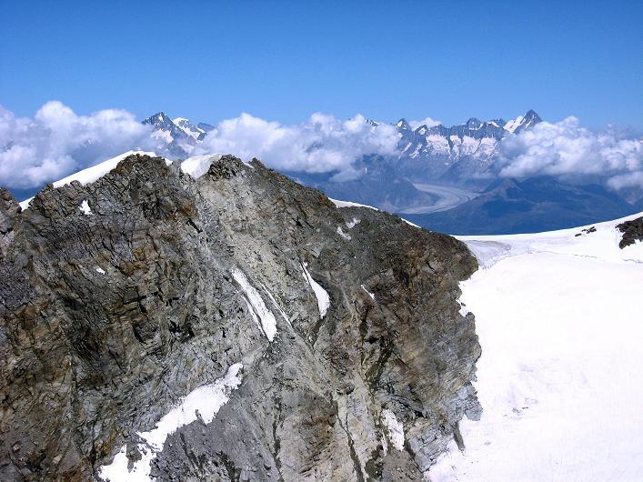 Foto: Andreas Koller / Wander Tour / Lagginhorn (4010 m) / Das benachbarte Fletschhorn (3996 m) und die Berner Alpen / 12.09.2009 15:39:44