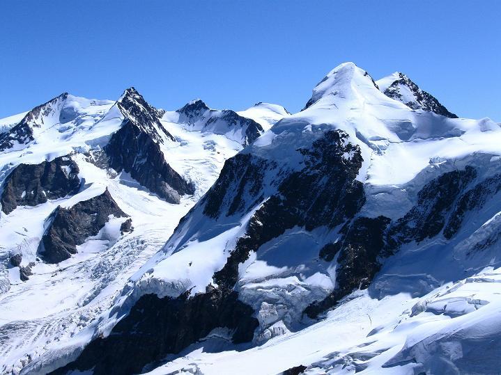 Foto: Andreas Koller / Wander Tour / Roccia Nera (4075m) - östlicher Eckpfeiler des Breithornkamms / Liskmm (4527 m) und Monte Rosa (4634 m) / 08.09.2009 19:50:51