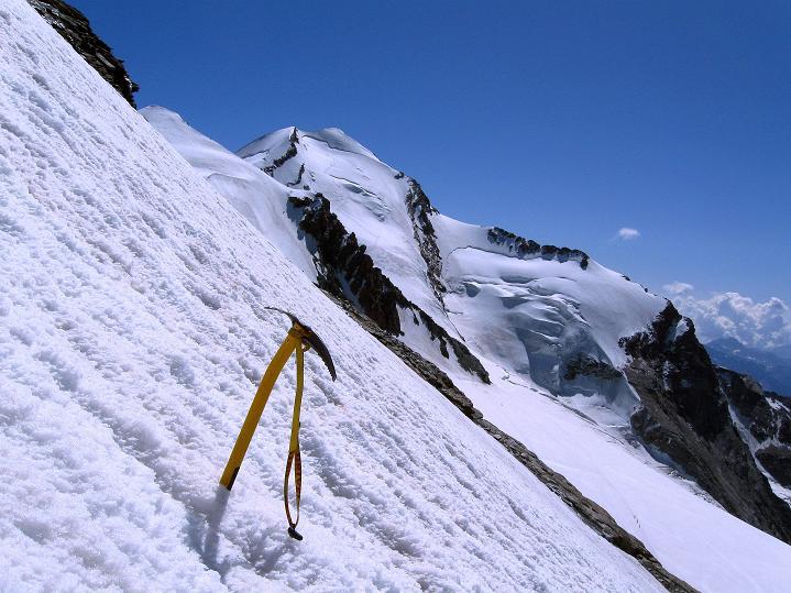 Foto: Andreas Koller / Wander Tour / Roccia Nera (4075m) - östlicher Eckpfeiler des Breithornkamms / Die steile Flanke der Roccia Nera / 08.09.2009 19:47:08
