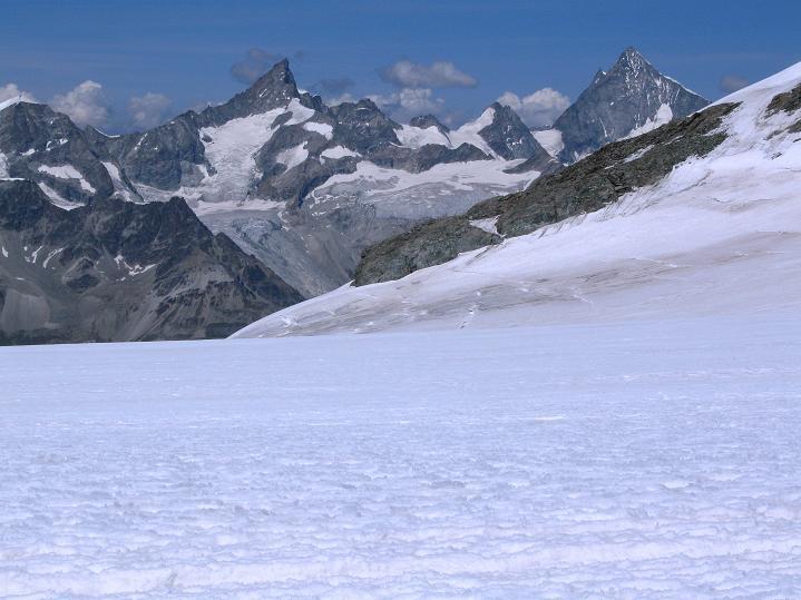 Foto: Andreas Koller / Wander Tour / Roccia Nera (4075m) - östlicher Eckpfeiler des Breithornkamms / zinalrothorn (4221 m) und Weißhorn (4506 m) / 08.09.2009 19:45:42
