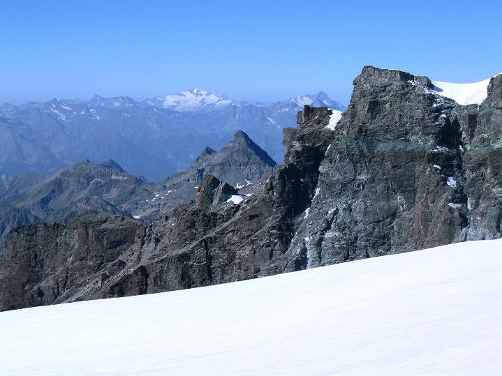 Foto: Andreas Koller / Wander Tour / Pollux (4092 m) / Der Blick reicht bis ins Aostatal zum Gran Paradiso (4061 m) / 04.09.2009 11:09:19