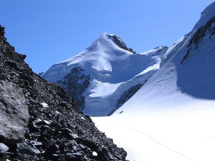 Foto: Andreas Koller / Wander Tour / Pollux (4092 m) / Über das Zwillingsjoch blickt man zum Liskamm (4527 m) / 04.09.2009 11:06:33