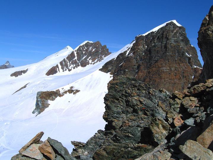 Foto: Andreas Koller / Wander Tour / Pollux (4092 m) / Breithorn (4165 m) und Roccia Nera / Schwarzfluh (4075 m) / 04.09.2009 11:05:24
