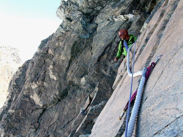 Foto: Andreas Koller / Wander Tour / Pollux (4092 m) / Kletterpassage mit dicken Fixseilen am Pollux / 04.09.2009 11:04:47