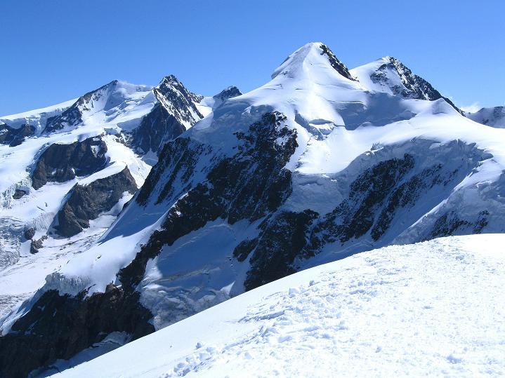 Foto: Andreas Koller / Wander Tour / Pollux (4092 m) / Am Pollux mit Blick zur Dufourspitze (4634 m) im Monte Rosa und zum Liskamm (4527 m) / 04.09.2009 11:02:40