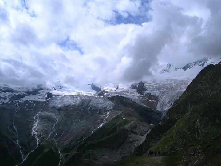 Foto: Andreas Koller / Wander Tour / In die Mischabelkette: Nadelhorn (4327 m) und Ulrichshorn (3925 m) / 05.09.2009 15:49:49