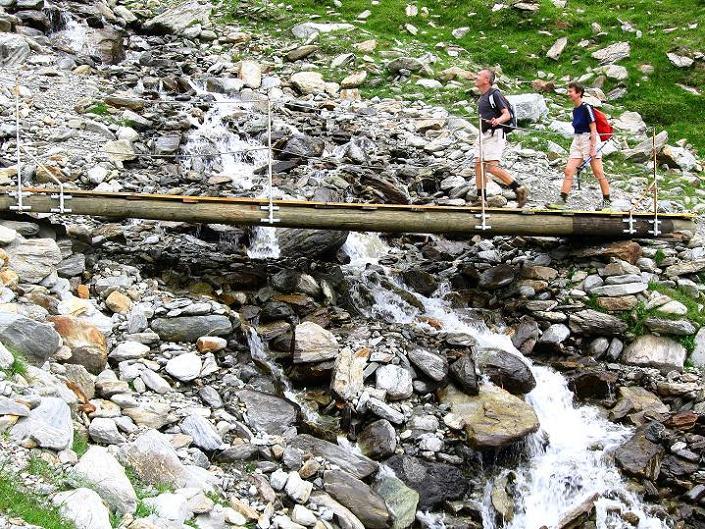 Foto: Andreas Koller / Wander Tour / In die Mischabelkette: Nadelhorn (4327 m) und Ulrichshorn (3925 m) / 05.09.2009 15:49:18