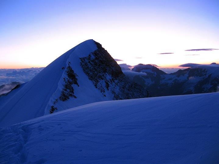 Foto: Andreas Koller / Wander Tour / In die Mischabelkette: Nadelhorn (4327 m) und Ulrichshorn (3925 m) / Ulrichshorn / 05.09.2009 15:46:47