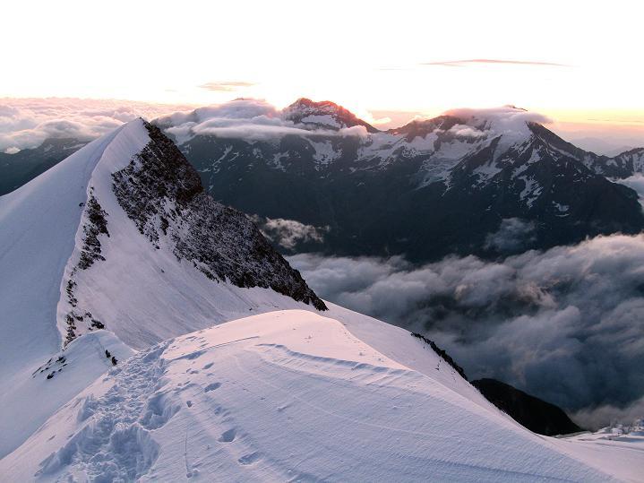 Foto: Andreas Koller / Wander Tour / In die Mischabelkette: Nadelhorn (4327 m) und Ulrichshorn (3925 m) / Ulrichshorn und Lagginhorn (4010 m) / 05.09.2009 15:46:13