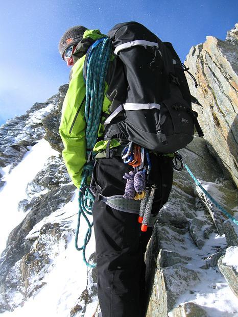 Foto: Andreas Koller / Wander Tour / In die Mischabelkette: Nadelhorn (4327 m) und Ulrichshorn (3925 m) / Die letzten felsigen Meter zum Nadelhorn / 05.09.2009 15:44:46