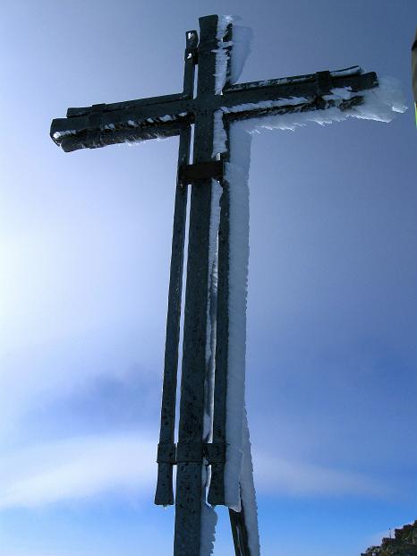 Foto: Andreas Koller / Wander Tour / In die Mischabelkette: Nadelhorn (4327 m) und Ulrichshorn (3925 m) / Gipfelkreuz am Nadelhorn / 05.09.2009 15:44:24