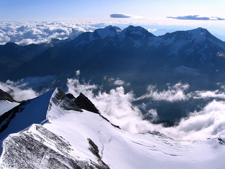Foto: Andreas Koller / Wander Tour / In die Mischabelkette: Nadelhorn (4327 m) und Ulrichshorn (3925 m) / 05.09.2009 15:44:02