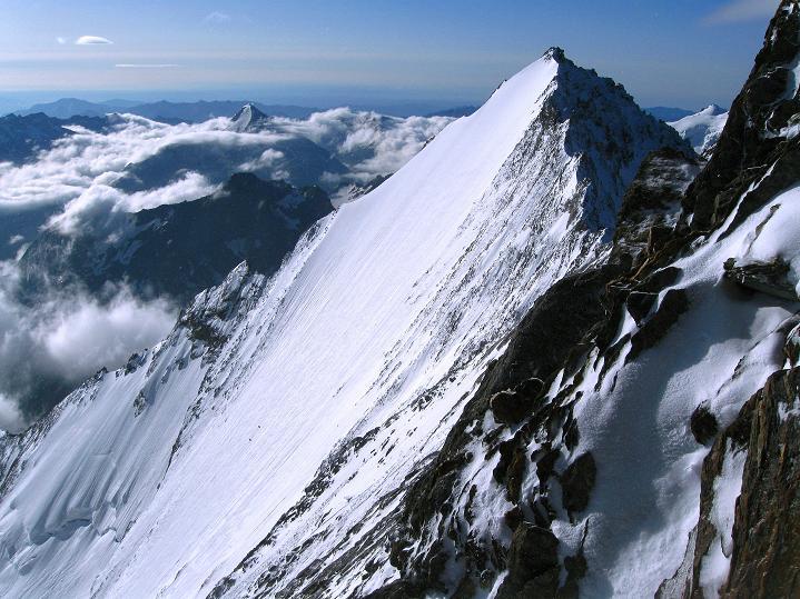 Foto: Andreas Koller / Wander Tour / In die Mischabelkette: Nadelhorn (4327 m) und Ulrichshorn (3925 m) / Lenzspitze N-Wand (4294 m) / 05.09.2009 15:42:39