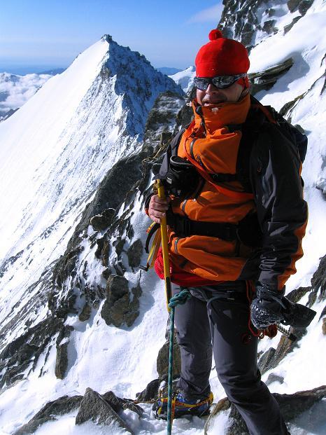 Foto: Andreas Koller / Wander Tour / In die Mischabelkette: Nadelhorn (4327 m) und Ulrichshorn (3925 m) / Am Nadelhorn NO-Grat / 05.09.2009 15:42:11