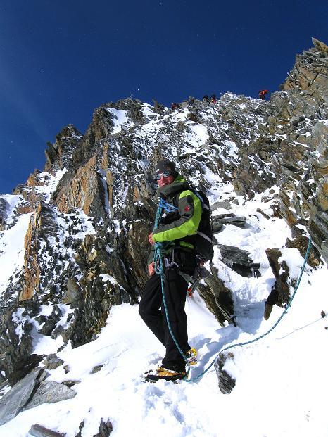 Foto: Andreas Koller / Wander Tour / In die Mischabelkette: Nadelhorn (4327 m) und Ulrichshorn (3925 m) / Am NO-Grat des Nadelhorns / 05.09.2009 15:41:37